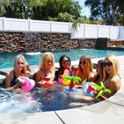 Párty držáčky do bazénu
