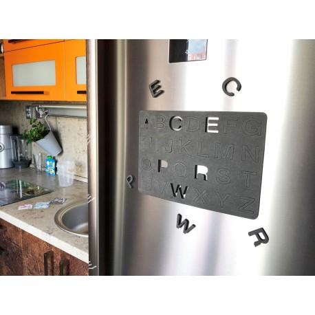 Magnetická písmena na lednici
